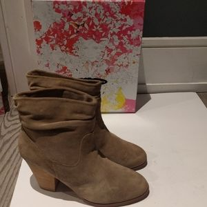 Beautiful suede leather boots by Chinese Laundry